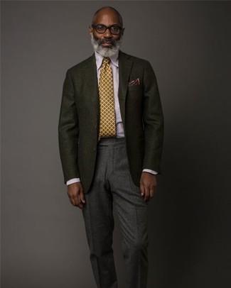Wie kombinieren: schwarzes Wollsakko, hellviolettes Businesshemd, dunkelgraue Wollanzughose, senf Krawatte