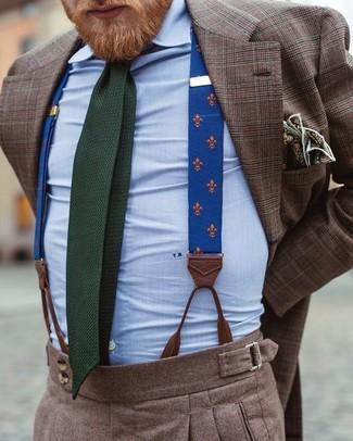 Wie kombinieren: braunes Sakko mit Schottenmuster, hellblaues Businesshemd, braune Wollanzughose, dunkelgrüne Strick Krawatte