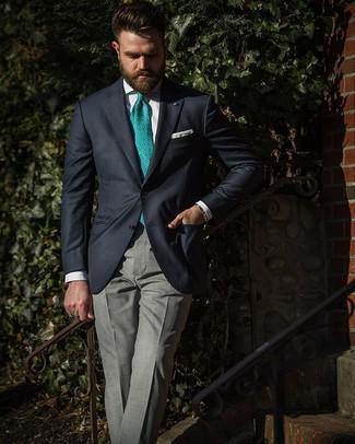 Wie kombinieren: dunkelblaues Sakko, weißes Businesshemd, graue Anzughose mit Schottenmuster, grüne bedruckte Krawatte