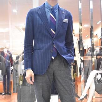 Wie kombinieren: dunkelblaues vertikal gestreiftes Sakko, blaues Chambray Businesshemd, graue Anzughose, dunkelblaue vertikal gestreifte Krawatte