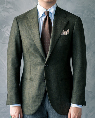Wie kombinieren: dunkelgrünes Wollsakko, hellblaues vertikal gestreiftes Businesshemd, dunkelgraue Wollanzughose, dunkelbraune bedruckte Krawatte