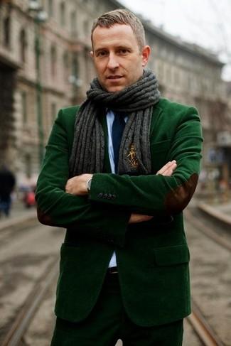 Wie kombinieren: dunkelgrünes Kordsakko, hellblaues Businesshemd, dunkelgrüne Anzughose aus Kord, dunkelblaue Krawatte