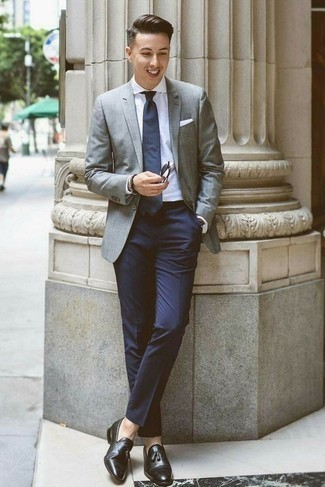 Dunkelblaue Anzughose kombinieren: trends 2020: Entscheiden Sie sich für ein graues Sakko und eine dunkelblaue Anzughose, um vor Klasse und Perfektion zu strotzen. Schwarze Leder Slipper mit Quasten sind eine gute Wahl, um dieses Outfit zu vervollständigen.
