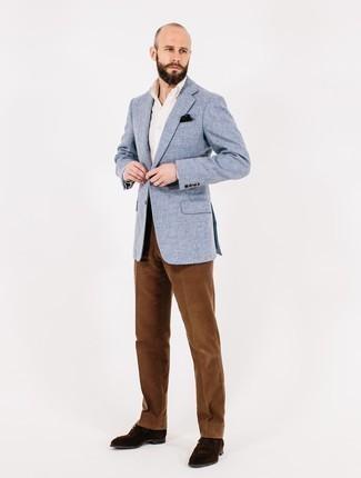 Weißes Businesshemd kombinieren: trends 2020: Kombinieren Sie ein weißes Businesshemd mit einer braunen Anzughose aus Cord für einen stilvollen, eleganten Look. Fühlen Sie sich ideenreich? Komplettieren Sie Ihr Outfit mit dunkelbraunen Wildleder Derby Schuhen.
