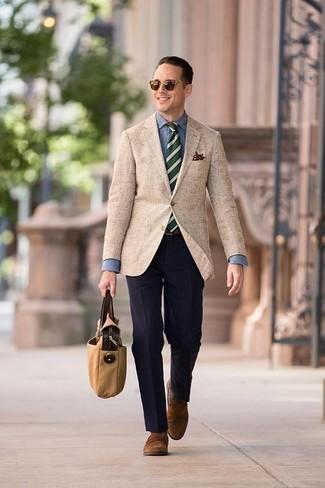 Businesshemd kombinieren: trends 2020: Erwägen Sie das Tragen von einem Businesshemd und einer dunkelblauen Anzughose für einen stilvollen, eleganten Look. Fühlen Sie sich mutig? Ergänzen Sie Ihr Outfit mit braunen Wildleder Slippern.