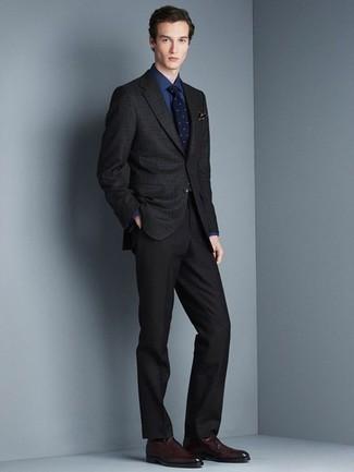 Schwarze Socken kombinieren: trends 2020: Kombinieren Sie ein schwarzes Sakko mit Karomuster mit schwarzen Socken für einen entspannten Wochenend-Look. Setzen Sie bei den Schuhen auf die klassische Variante mit dunkelroten Leder Slippern.