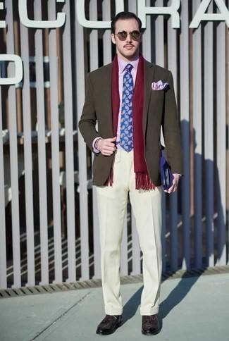 Dunkellila Leder Derby Schuhe kombinieren: trends 2020: Kombinieren Sie ein olivgrünes Sakko mit einer weißen Anzughose für einen stilvollen, eleganten Look. Dunkellila Leder Derby Schuhe sind eine gute Wahl, um dieses Outfit zu vervollständigen.