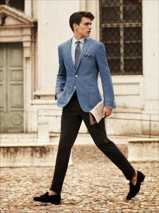 Hellbeige Einstecktuch kombinieren: trends 2020: Für ein bequemes Couch-Outfit, kombinieren Sie ein blaues Sakko mit einem hellbeige Einstecktuch. Fühlen Sie sich ideenreich? Entscheiden Sie sich für schwarzen Wildleder Slipper mit Quasten.