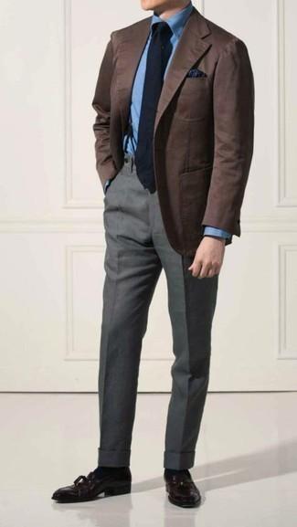 Dunkelblauen Hosenträger kombinieren: trends 2020: Tragen Sie ein braunes Sakko und einen dunkelblauen Hosenträger für einen entspannten Wochenend-Look. Schalten Sie Ihren Kleidungsbestienmodus an und machen dunkellila Leder Slipper mit Quasten zu Ihrer Schuhwerkwahl.