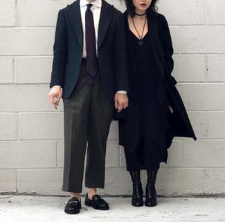 Anzughose kombinieren – 500+ Herren Outfits: Erwägen Sie das Tragen von einem dunkelblauen Wollsakko und einer Anzughose, um vor Klasse und Perfektion zu strotzen. Komplettieren Sie Ihr Outfit mit schwarzen Leder Slippern.