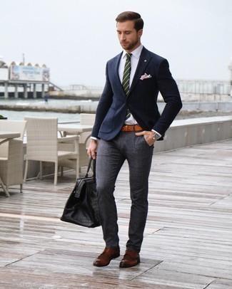 Rotbraune Lederuhr kombinieren – 500+ Herren Outfits: Kombinieren Sie ein dunkelblaues Wollsakko mit einer rotbraunen Lederuhr für einen entspannten Wochenend-Look. Schalten Sie Ihren Kleidungsbestienmodus an und machen braunen Leder Brogues zu Ihrer Schuhwerkwahl.