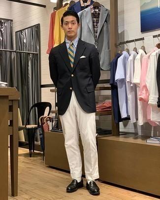 Weiße Socken kombinieren – 500+ Herren Outfits: Ein schwarzes Sakko und weiße Socken sind eine gute Outfit-Formel für Ihre Sammlung. Schwarze Leder Slipper bringen klassische Ästhetik zum Ensemble.
