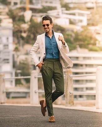 Hellbeige Sakko kombinieren – 1059+ Herren Outfits: Kombinieren Sie ein hellbeige Sakko mit einer olivgrünen Anzughose, um vor Klasse und Perfektion zu strotzen. Vervollständigen Sie Ihr Look mit braunen Wildleder Slippern mit Quasten.