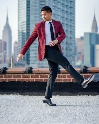 Schwarzen Ledergürtel kombinieren – 1200+ Herren Outfits: Für ein bequemes Couch-Outfit, kombinieren Sie ein rotes bedrucktes Sakko mit einem schwarzen Ledergürtel. Fühlen Sie sich ideenreich? Wählen Sie schwarzen Leder Oxford Schuhe.