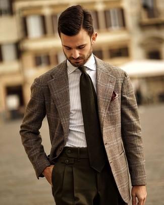 Braunes Wollsakko mit Schottenmuster kombinieren – 52 Herren Outfits: Entscheiden Sie sich für ein braunes Wollsakko mit Schottenmuster und eine dunkelgrüne Anzughose, um vor Klasse und Perfektion zu strotzen.