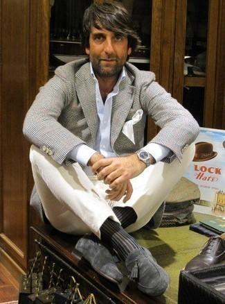 Schwarze Socken kombinieren – 500+ Herren Outfits: Für ein bequemes Couch-Outfit, paaren Sie ein graues Sakko mit Schottenmuster mit schwarzen Socken. Fühlen Sie sich ideenreich? Entscheiden Sie sich für dunkelgrauen Wildleder Slipper mit Quasten.
