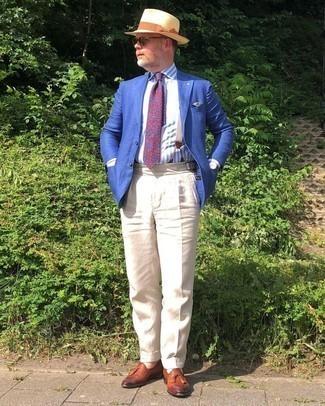 Hellbeige Hosenträger kombinieren – 30 Herren Outfits: Ein blaues Sakko und ein hellbeige Hosenträger sind das Outfit Ihrer Wahl für faule Tage. Fühlen Sie sich mutig? Vervollständigen Sie Ihr Outfit mit rotbraunen Leder Slippern mit Quasten.
