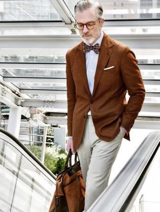 Fliege kombinieren – 339 Herren Outfits: Ein rotbraunes Sakko und eine Fliege sind eine perfekte Outfit-Formel für Ihre Sammlung.