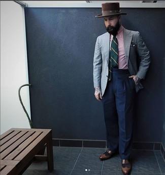Graues Sakko mit Schottenmuster kombinieren – 440 Herren Outfits: Kombinieren Sie ein graues Sakko mit Schottenmuster mit einer dunkelblauen Anzughose für eine klassischen und verfeinerte Silhouette. Komplettieren Sie Ihr Outfit mit braunen Leder Brogues.