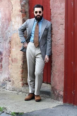 Graues Sakko mit Schottenmuster kombinieren – 440 Herren Outfits: Kombinieren Sie ein graues Sakko mit Schottenmuster mit einer grauen Anzughose, um vor Klasse und Perfektion zu strotzen. Fühlen Sie sich mutig? Wählen Sie braunen Wildleder Oxford Schuhe.