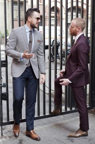 Wie kombinieren: graues Sakko mit Hahnentritt-Muster, hellblaues Businesshemd, dunkelblaue Anzughose, braune Leder Slipper