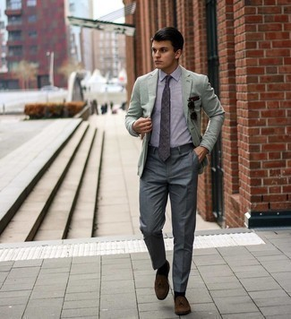 Socken kombinieren – 500+ Herren Outfits: Für ein bequemes Couch-Outfit, kombinieren Sie ein mintgrünes Sakko mit Socken. Fühlen Sie sich mutig? Komplettieren Sie Ihr Outfit mit dunkelbraunen Wildleder Slippern mit Quasten.