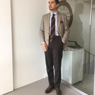 Beige Socken kombinieren – 463 Herren Outfits: Halten Sie Ihr Outfit locker mit einem beige Sakko mit Schottenmuster und beige Socken. Ergänzen Sie Ihr Outfit mit dunkelbraunen Leder Oxford Schuhen, um Ihr Modebewusstsein zu zeigen.