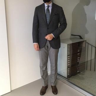Graue Anzughose kombinieren – 1200+ Herren Outfits: Tragen Sie ein dunkelgraues Wollsakko und eine graue Anzughose für eine klassischen und verfeinerte Silhouette. Dunkelbraune Leder Oxford Schuhe sind eine ideale Wahl, um dieses Outfit zu vervollständigen.