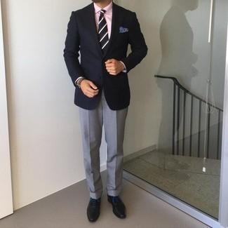 Krawatte kombinieren – 1200+ Herren Outfits: Entscheiden Sie sich für ein dunkelblaues Sakko und eine Krawatte für einen stilvollen, eleganten Look. Vervollständigen Sie Ihr Look mit schwarzen Leder Oxford Schuhen.
