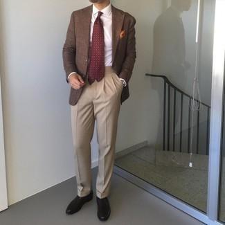 braunes Sakko, weißes Businesshemd, beige Anzughose, schwarze Leder Oxford Schuhe für Herren