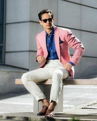 Rosa Sakko kombinieren: trends 2020: Tragen Sie ein rosa Sakko und ein weißes Businesshemd für eine klassischen und verfeinerte Silhouette. Braune Leder Slipper mit Fransen sind eine ideale Wahl, um dieses Outfit zu vervollständigen.