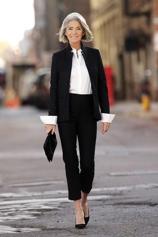 schwarzes Sakko, weißes Businesshemd, schwarze Caprihose, schwarze Wildleder Pumps für Damen