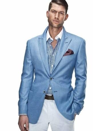 Wie kombinieren: blaues Sakko, weißes und blaues Businesshemd mit Vichy-Muster, weiße Chinohose, dunkelrotes gepunktetes Einstecktuch