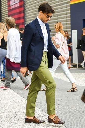 Braune Doppelmonks aus Leder kombinieren: trends 2020: Kombinieren Sie ein dunkelblaues Sakko mit einer olivgrünen Chinohose für Drinks nach der Arbeit. Fühlen Sie sich ideenreich? Wählen Sie braunen Doppelmonks aus Leder.
