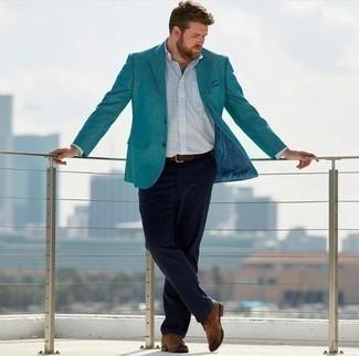 Chinohose kombinieren: trends 2020: Kombinieren Sie ein dunkeltürkises Sakko mit einer Chinohose für Drinks nach der Arbeit. Dieses Outfit passt hervorragend zusammen mit braunen Chukka-Stiefeln aus Leder.