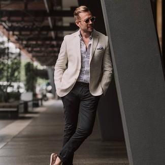 Hellbeige Sakko kombinieren – 1059+ Herren Outfits: Kombinieren Sie ein hellbeige Sakko mit einer schwarzen Chinohose für Ihren Bürojob. Wenn Sie nicht durch und durch formal auftreten möchten, komplettieren Sie Ihr Outfit mit braunen Leder Bootsschuhen.