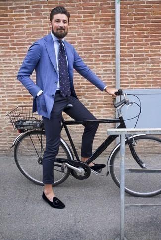Braune Lederuhr kombinieren – 1200+ Herren Outfits: Ein blaues Sakko und eine braune Lederuhr sind das Outfit Ihrer Wahl für faule Tage. Wählen Sie schwarzen Samt Slipper, um Ihr Modebewusstsein zu zeigen.
