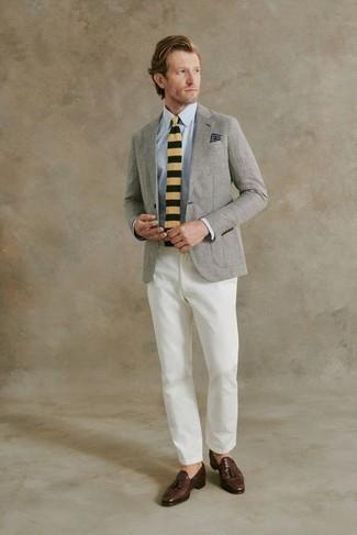 Jacke kombinieren – 1200+ Herren Outfits: Entscheiden Sie sich für eine Jacke und eine weiße Chinohose für einen für die Arbeit geeigneten Look. Wählen Sie dunkelbraunen Leder Slipper mit Quasten, um Ihr Modebewusstsein zu zeigen.