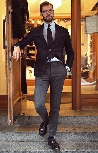 Schwarze Krawatte kombinieren – 1200+ Herren Outfits: Kombinieren Sie ein schwarzes Sakko mit Karomuster mit einer schwarzen Krawatte für einen stilvollen, eleganten Look. Schwarze Leder Derby Schuhe fügen sich nahtlos in einer Vielzahl von Outfits ein.