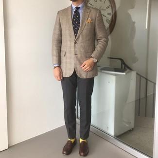 Dunkelbraunes Armband kombinieren – 500+ Herren Outfits: Entscheiden Sie sich für Komfort in einem braunen Sakko mit Schottenmuster und einem dunkelbraunen Armband. Entscheiden Sie sich für dunkelbraunen Leder Slipper, um Ihr Modebewusstsein zu zeigen.