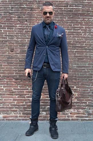 Wie kombinieren: dunkelblaues Baumwollsakko, dunkelblaues Businesshemd, dunkelblaue enge Jeans, schwarze Chelsea-Stiefel aus Leder