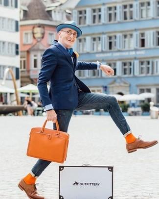 Wie kombinieren: dunkelblaues Sakko, hellblaues Businesshemd, dunkelblaue enge Jeans, beige Leder Oxford Schuhe