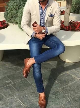 Dunkelblaues Businesshemd mit Vichy-Muster kombinieren: trends 2020: Kombinieren Sie ein dunkelblaues Businesshemd mit Vichy-Muster mit blauen engen Jeans für ein sonntägliches Mittagessen mit Freunden. Braune Leder Slipper mit Quasten sind eine einfache Möglichkeit, Ihren Look aufzuwerten.