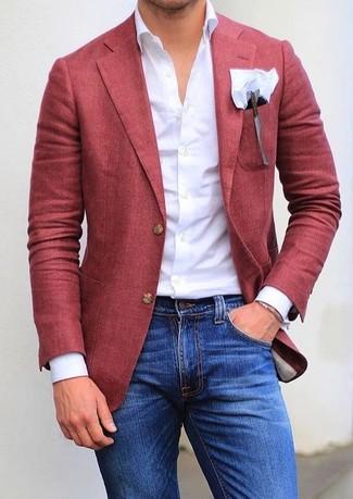 Wie kombinieren: rotes Sakko, weißes Businesshemd, blaue enge Jeans, weißes Einstecktuch