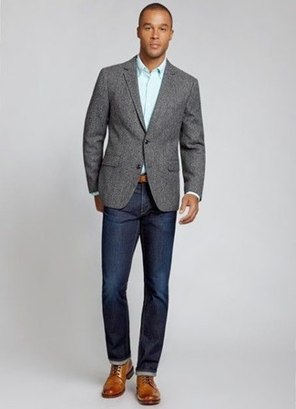 graues Wollsakko, hellblaues Businesshemd, dunkelblaue Jeans, braune Brogue Stiefel aus Leder für Herren