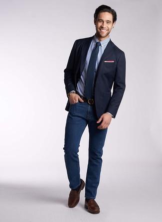 Dunkelblaues Businesshemd mit Vichy-Muster kombinieren: trends 2020: Kombinieren Sie ein dunkelblaues Businesshemd mit Vichy-Muster mit dunkelblauen Jeans für einen für die Arbeit geeigneten Look. Fühlen Sie sich mutig? Ergänzen Sie Ihr Outfit mit dunkelbraunen Leder Slippern.