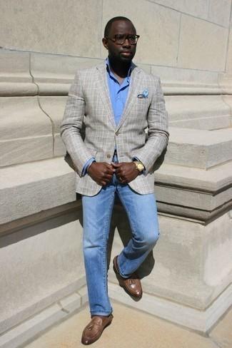 Goldenes Armband kombinieren: trends 2020: Tragen Sie ein graues Sakko mit Schottenmuster und ein goldenes Armband für einen entspannten Wochenend-Look. Fühlen Sie sich ideenreich? Entscheiden Sie sich für braunen Leder Slipper mit Quasten.