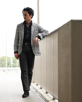 Schwarze Jeans kombinieren – 500+ Herren Outfits: Erwägen Sie das Tragen von einem grauen Sakko mit Schottenmuster und schwarzen Jeans, um mühelos alles zu meistern, was auch immer der Tag bringen mag. Fühlen Sie sich mutig? Komplettieren Sie Ihr Outfit mit schwarzen Chelsea Boots aus Wildleder.
