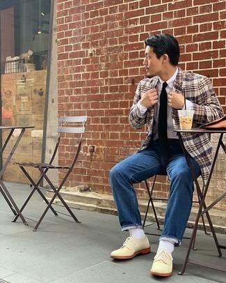 Weiße Socken kombinieren – 500+ Herren Outfits: Ein beige Sakko mit Schottenmuster und weiße Socken sind eine großartige Outfit-Formel für Ihre Sammlung. Hellbeige Wildleder Derby Schuhe putzen umgehend selbst den bequemsten Look heraus.
