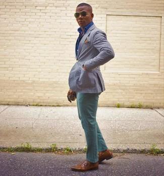 Braune Leder Slipper kombinieren – 500+ Herren Outfits: Die Vielseitigkeit von einem weißen und dunkelblauen Sakko mit Vichy-Muster und mintgrünen Jeans machen sie zu einer lohnenswerten Investition. Vervollständigen Sie Ihr Outfit mit braunen Leder Slippern, um Ihr Modebewusstsein zu zeigen.